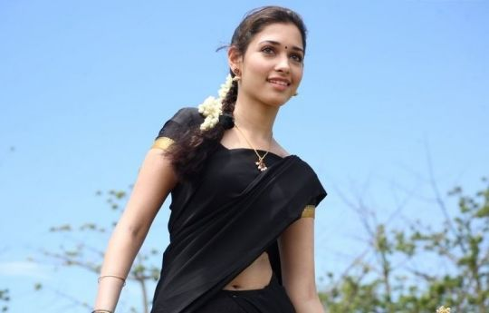 tamanna half saree from kanden kadhali hot images